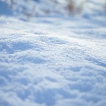 雪道は危険がいっぱい!注意すべきポイントと運転テクニックは?