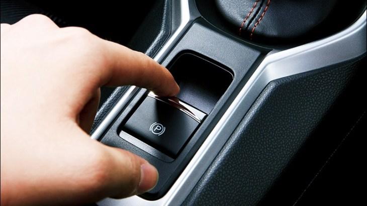 電動パーキングブレーキの意味やメリット・デメリット!搭載されてる車種は?