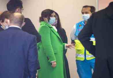 Ayuso da dos millones más a Ferrovial para la limpieza del Isabel Zendal