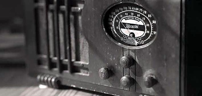 Las ondas hertzianas se expanden sobre Caracas, Gómez enciende la radio