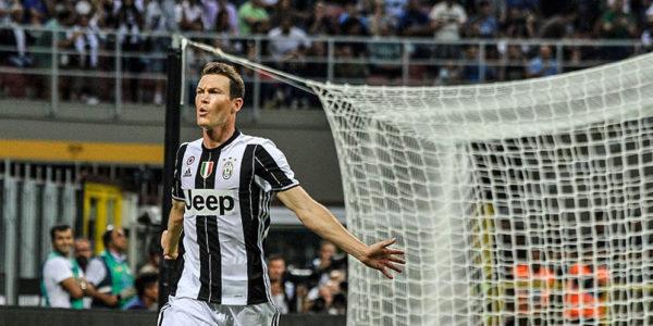 Lichtsteiner Kemungkinan Tinggalkan Juventus Akhir Musim Ini