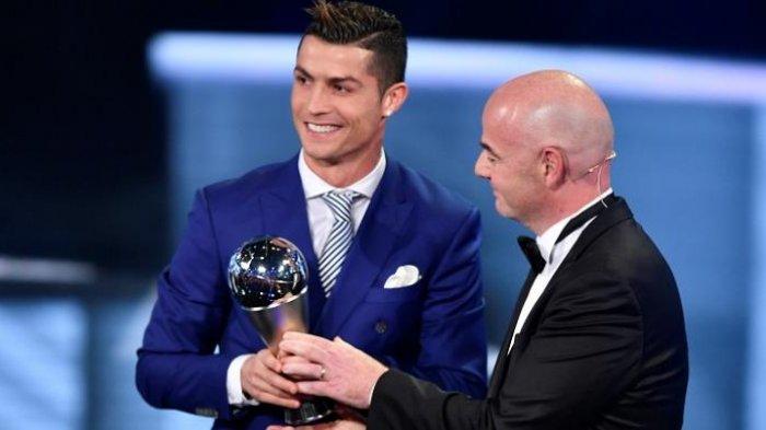 Ronaldo Dinobatkan Sebagai Pemain Terbaik FIFA 2016