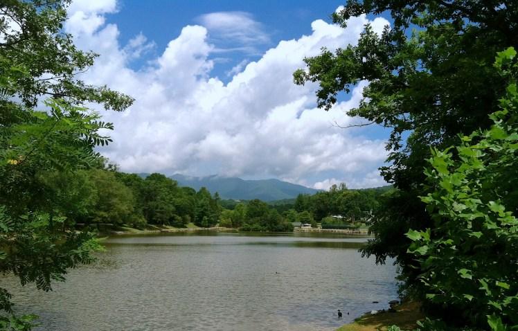 lake-tomahawk-black-mountain