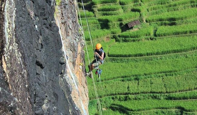 Tebing Watu Semaur