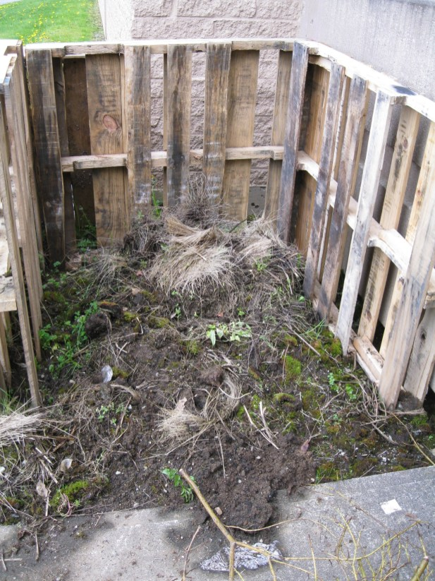 Recycled wood Pallets - great compost idea