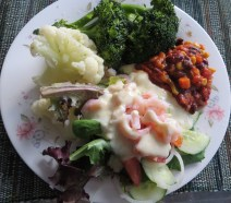 Shrimp on salad with veggies & chilli