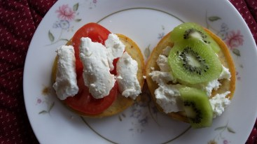 Pancake snacks with fruit & yoghurt