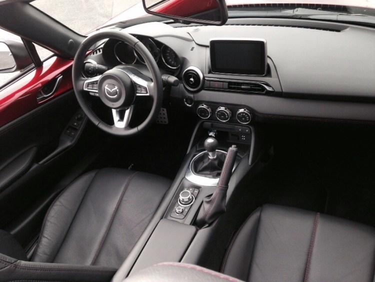Interior Mazda MX5 2016.