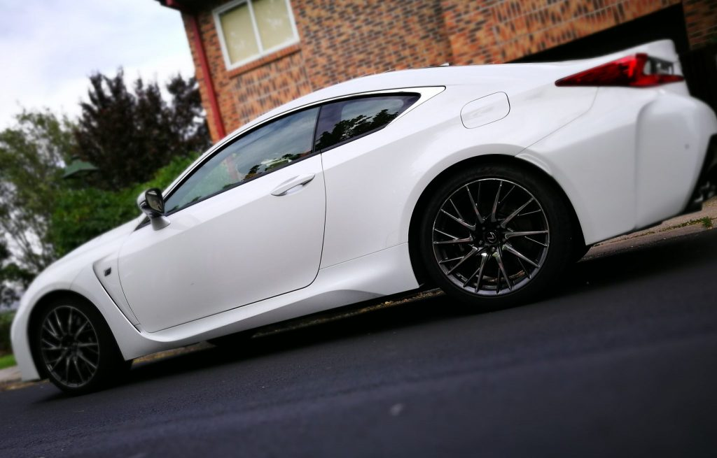 Lateral Lexus RC F