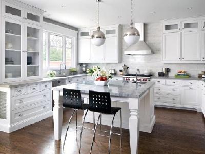 Contoh aplikasi desain interior rumah minimalis modern menggunakan batu pualam di dapur cantik Anda