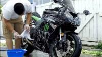 cara membersihkan bodi motor usai kehujanan yang benar
