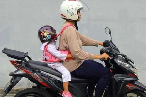 Hal Yang Harus Diperhatikan Ketika Membonceng Anak