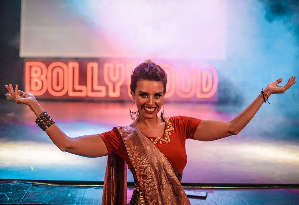 """A la gorra: se estrenó """"Bollywood"""", con Paty Wolf y Diego Ramos"""