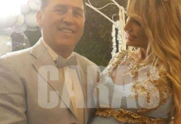 Vicky Xipolitakis, muy emocionada, en el baby shower de Salvador Uriel.