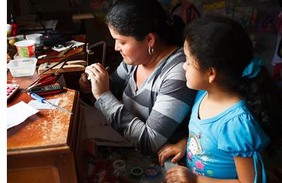 Eelana, artesana de Amalena Ethical and Eco Friendly Gold Jewelry