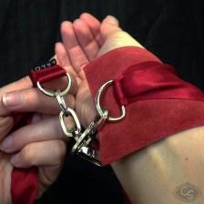 LELO_Sutra_Cuffs_A-13