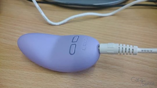 lelo lily 2 scented vibrator cara sutra review-33
