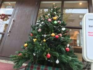 Caratのお馴染みの大きなクリスマスツリー