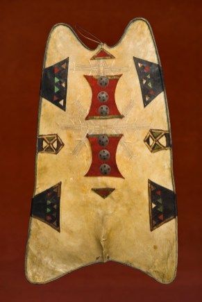 Shield (Agher), Tuareg, Niger, early 20th century. Oryx skin, leather, wool, cotton, copper alloy, 119.4 x 71.1 x 4 cm. Peabody Museum of Archaeology and Ethnology, Harvard University, Cambridge, MA, Gift of the Estate of Dr. Lloyd Cabot Briggs, 1975. © President and Fellows of Harvard College, Peabody Museum of Archaeology and Ethnology, PM# 975-32-50/11886