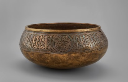 Bowl. Egypt or Syria, 1293/1341. Brass inlaid with silver. The Aga Khan Museum, Toronto, AKM610
