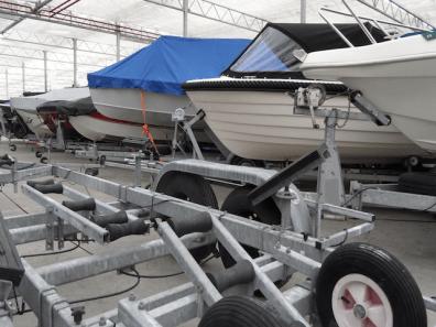 Stalling boten op trailers