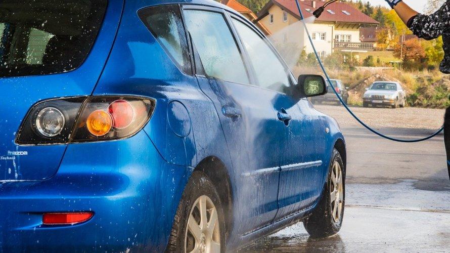 高圧洗浄機で車は洗車できる?洗う方法や注意点なども解説!