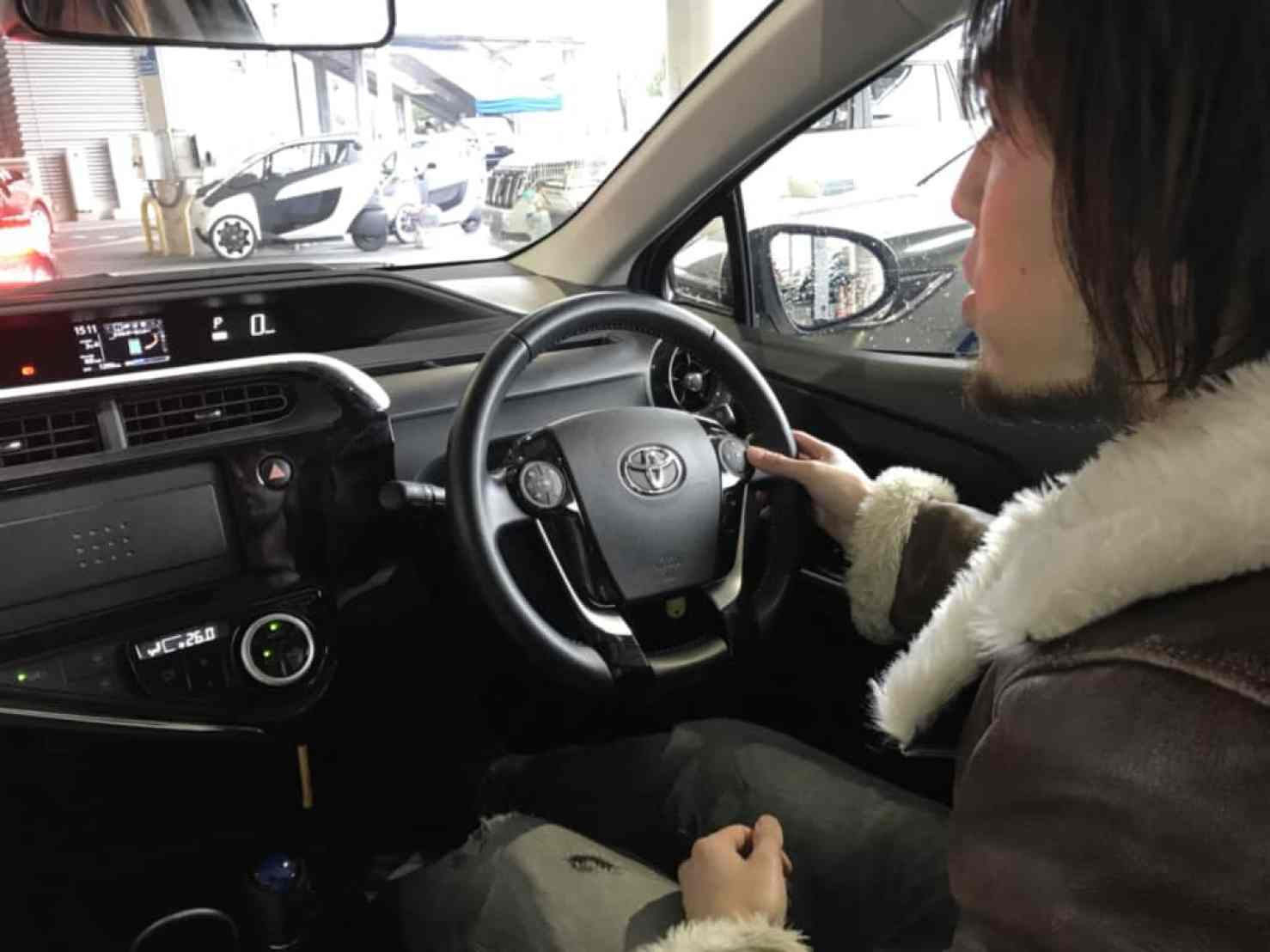 アクアの運転席