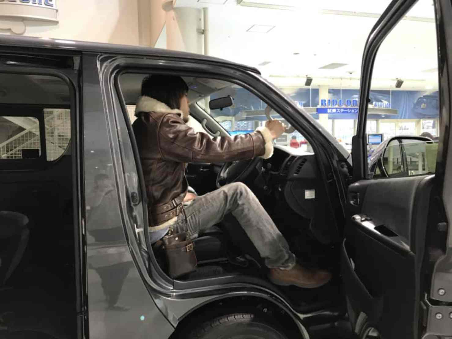 ハイエースの運転席のステップ