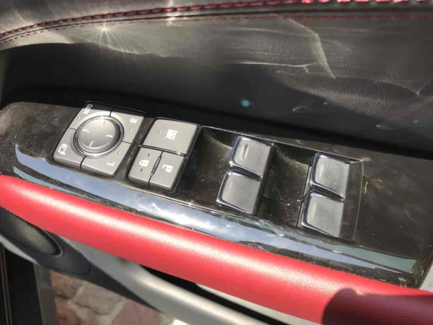 レクサスGSの運転席ドアのドアロック、パワーウィンドウスイッチ