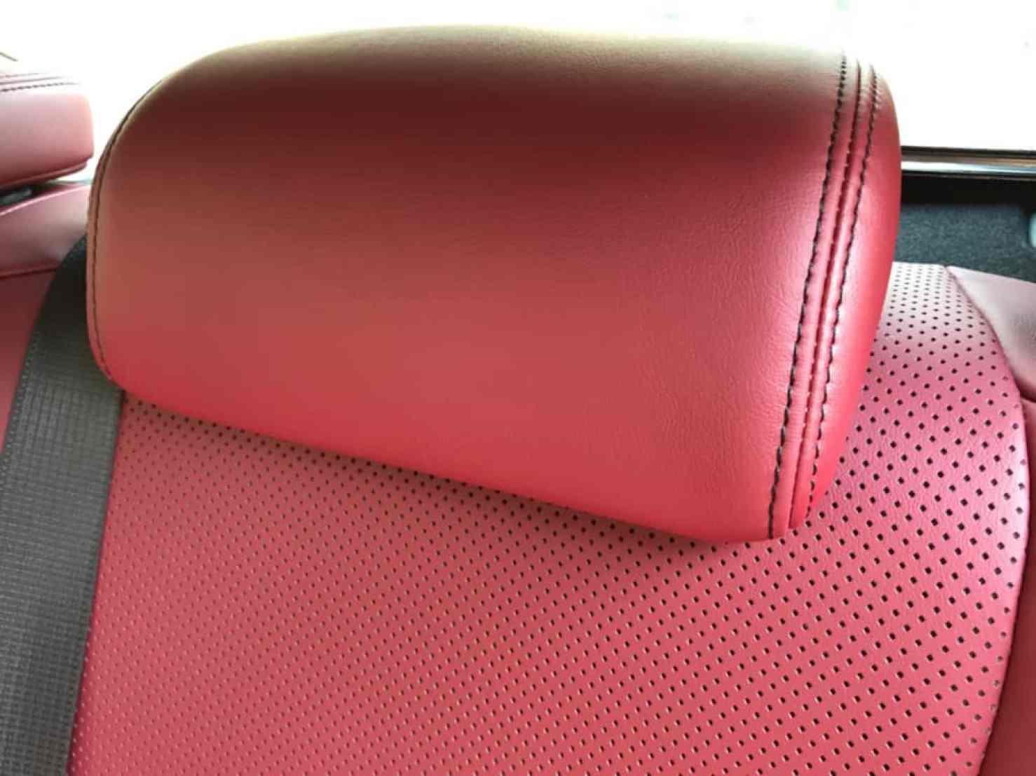 レクサスGSの後部座席のヘッドレスト