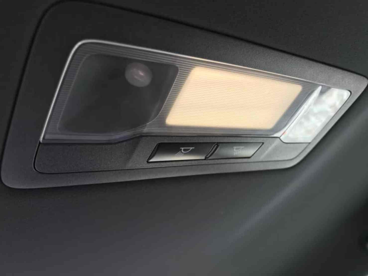 レクサスGSの後部座席の室内灯