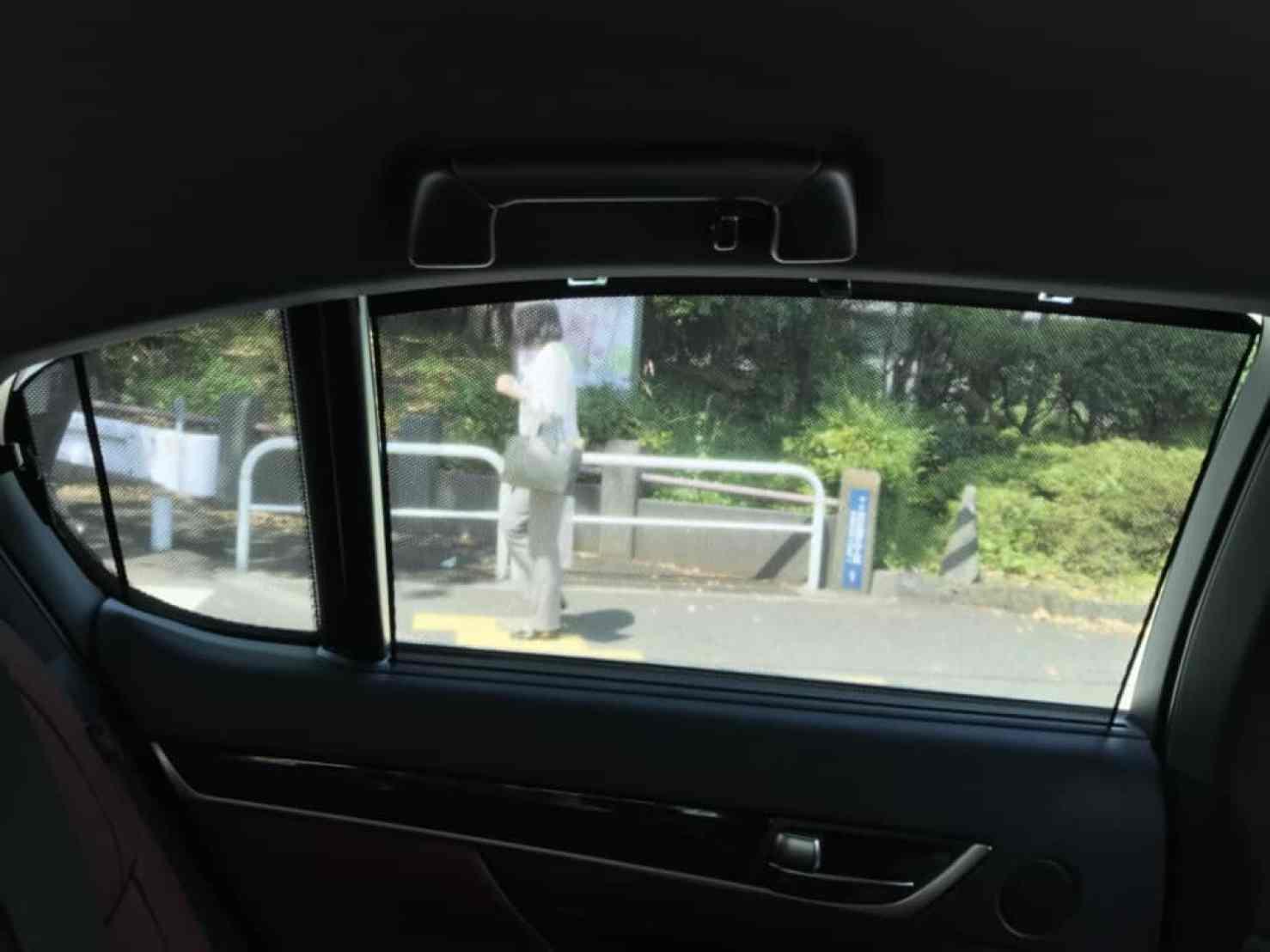 レクサスGSの後部座席の窓