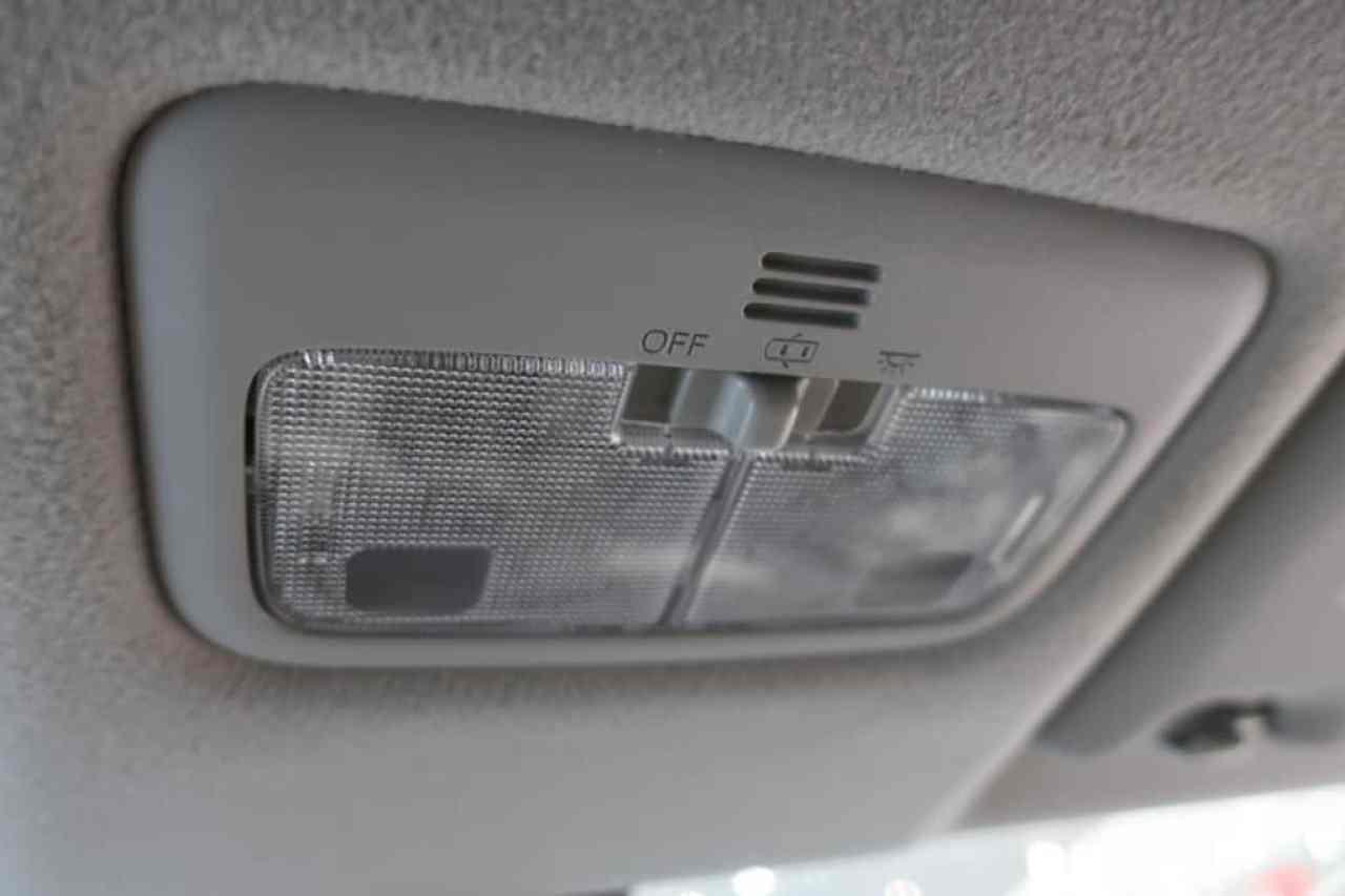 シエンタの前部座席の室内灯