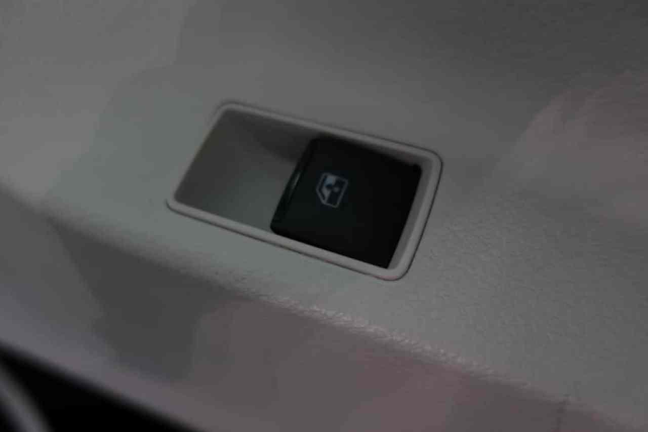 シエンタの後部座席ドアのパワーウィンドウスイッチ