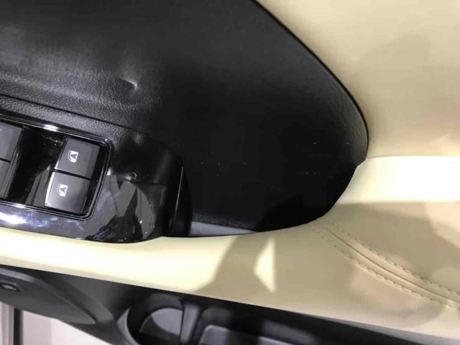 ヴェルファイアの運転席ドアのドアポケット