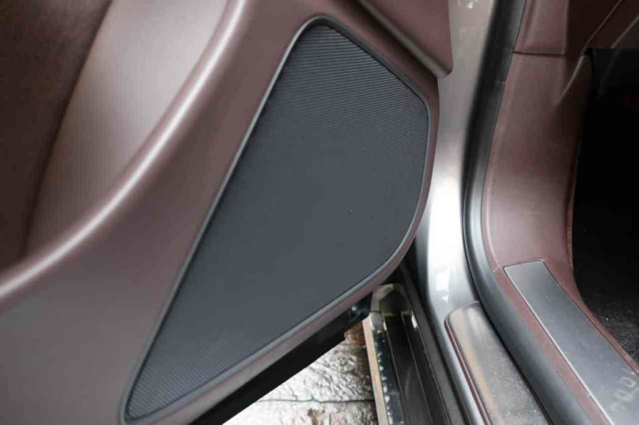 レクサスLSの助手席ドアのスピーカー