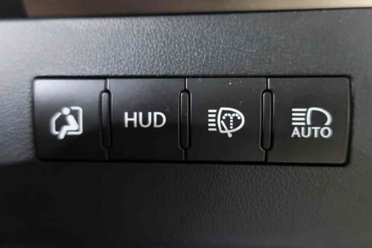 レクサスLXの乗降モード、ヘッドアップディスプレイ、ヘッドランプクリーナー、オートマチックハイビームスイッチ