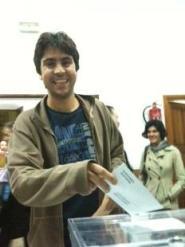 Un famós exercint el seu dret a vot (el president de card.cat)