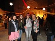 Els artistes participants a l'Art jove amb la Delegada de Son Carrió
