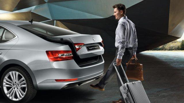 Шкода Суперб 2016, открытие багажника