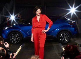 Милла Йовович рекламирует Toyota C-HR