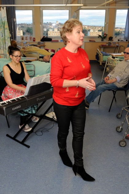 PHOTOGRAPHS OF THE WELSH NATIONAL OPERA ON C7. SING CHRISTMAS CAROLS TO PATIENTS.