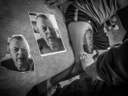 Daniel Arevalo making a portrait of Jonas' dad at Inked Up Oslo