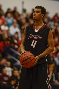 The Bruins' Quentin Snider (4) took to the free-throw line.