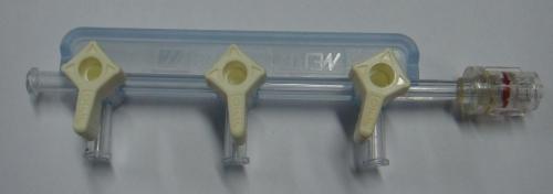 Three port manifold