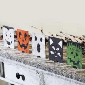 Halloween mantle decor