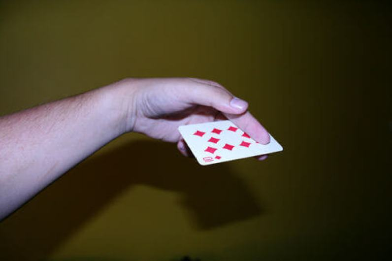 Throwing card trick