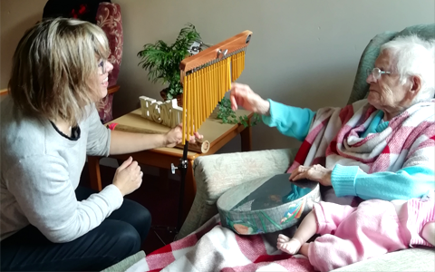 Highland care home teams up with charity to bring music therapy to residents 5