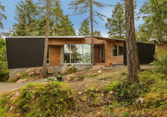 Silver-Clarkston-Construction-Hilltop-custom-home