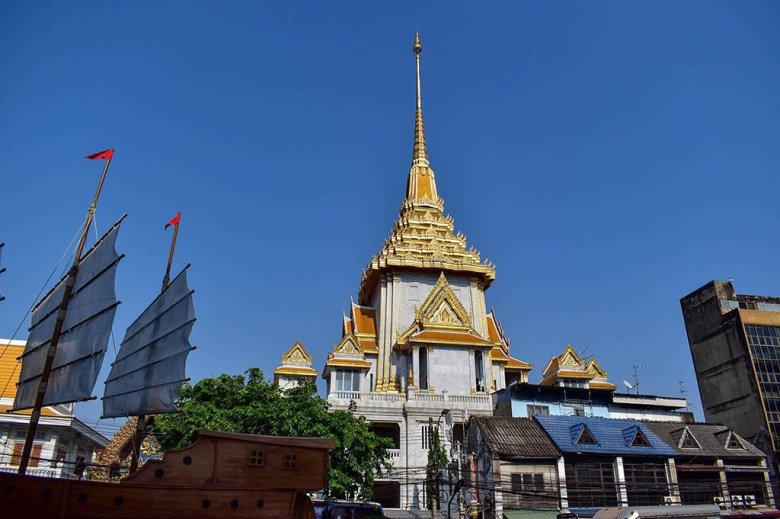 Wat Traimit in Chinatown Bangkok is one of the city's most impressive buildings